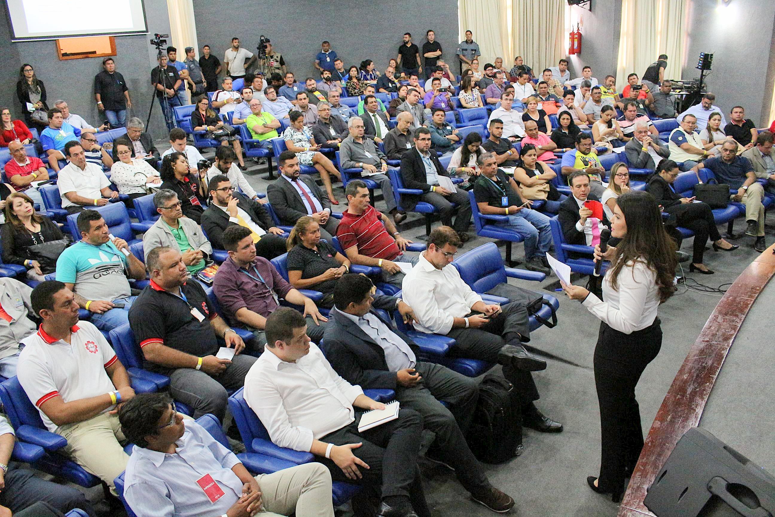 'Privatização é risco para distribuição de energia no interior', alerta deputada Alessandra Campêlo