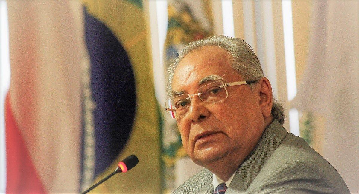 MP Eleitoral pede multa de R$ 106 mil a Amazonino Mendes por conduta vedada