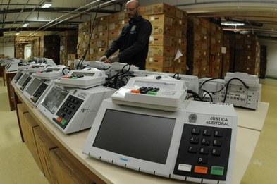 Levantamento aponta mais de 12 mil casos de indícios de irregularidades em doações e gastos de campanha
