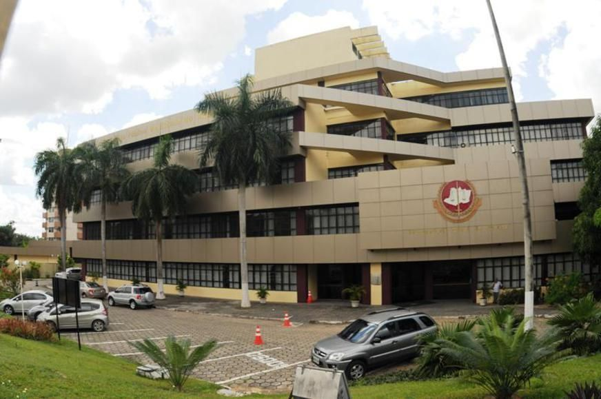 MP-AM pretende gastar R$ 412 mil com portas, fechaduras e divisórias para manutenção predial