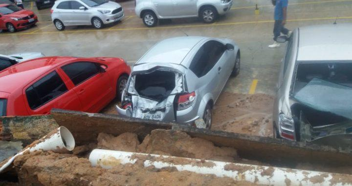 Urgente: muro do estacionamento da Fametro cai em cima dos carros; veja vídeo