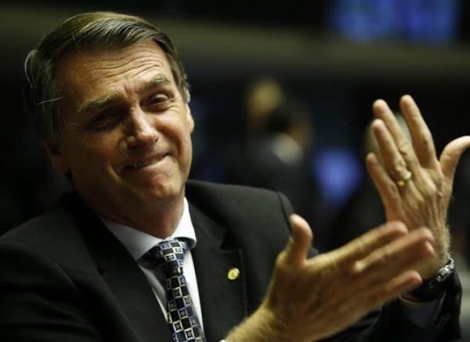 """""""Use a calculadora"""" diz Bolsonaro no Twitter para quem não entendeu Nova Presidência"""