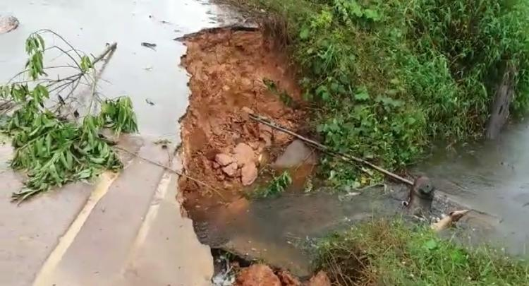 Estrada da Emade no município de Tefé traz risco para motoristas e produtores rurais