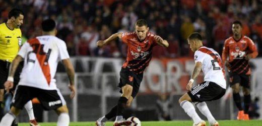 Athletico leva dois gols nos acréscimos e River Plate conquista a Recopa