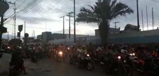 Moradores de Tefé fazem manifestação contra policiais que agrediram rapaz (veja o vídeo)