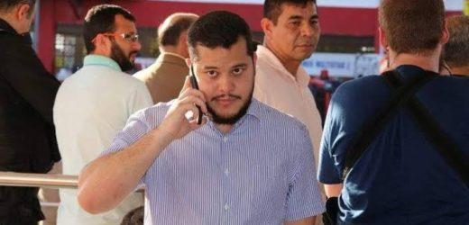 Prefeito de Coari se entrega no Ministério Público acompanhado de advogado