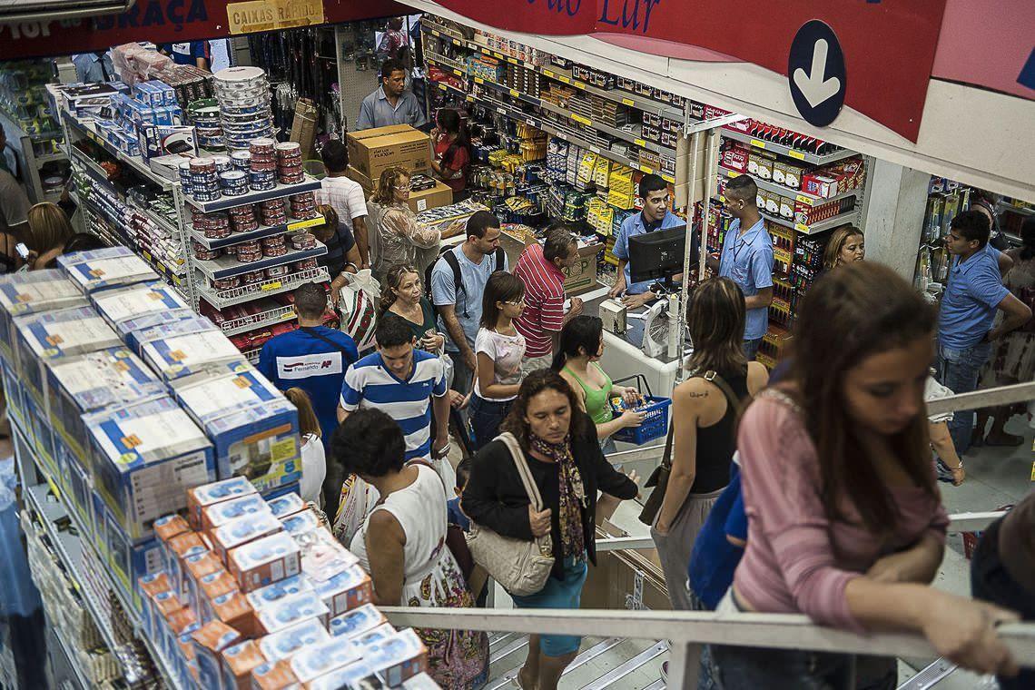 Endividamento e inadimplência do consumidor têm alta em agosto