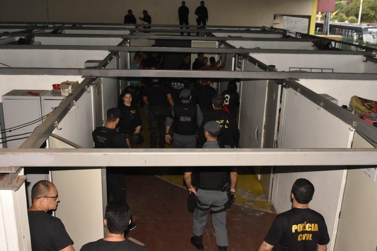 Operação apura tráfico de drogas e armas em abrigo de venezuelanos