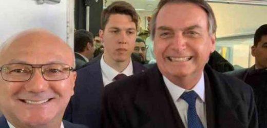 """Suframa """"largada"""" e superintendente Alfredo Menezes """"aos pés"""" de Bolsonaro"""