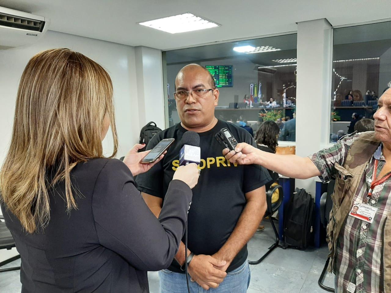 Terceirizados da saúde vão deflagrar greve nas próximas horas