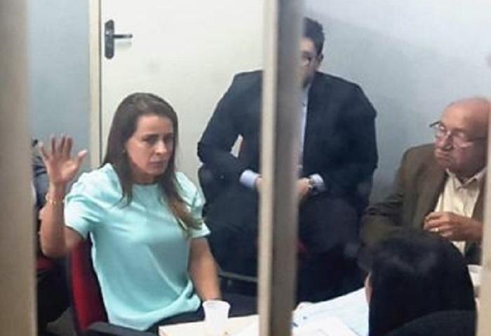 Elizabeth Valeiko é impedida de entrar com bolo e salgados em presídio