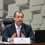 Bolsonaro mantém medida que prejudica Manaus e senador reage