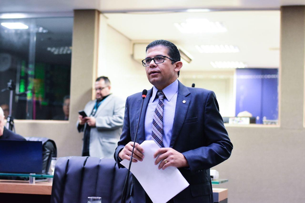 Deputado propõe suspensão do recesso parlamentar de julho devido à pandemia