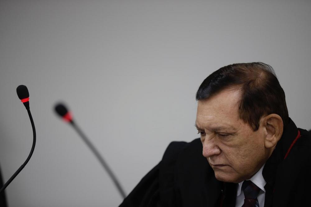 Desembargador suspende sessão que elegeu Roberto Cidade presidente da ALE-AM