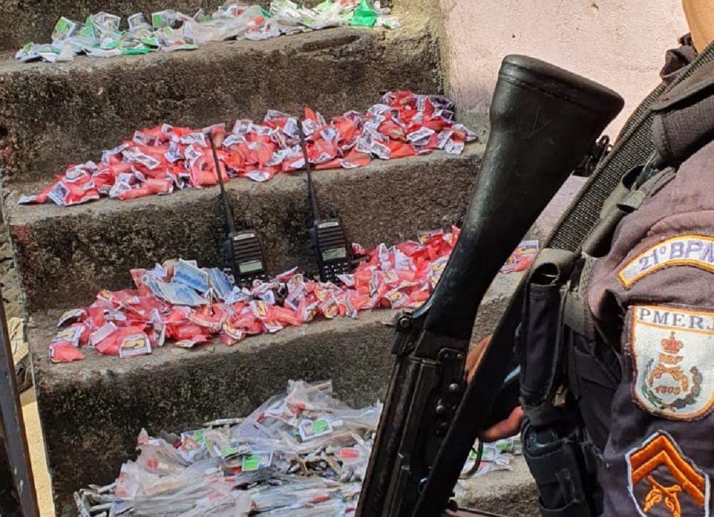 Polícia apreende 750 trouxinhas de maconha durante patrulhamento