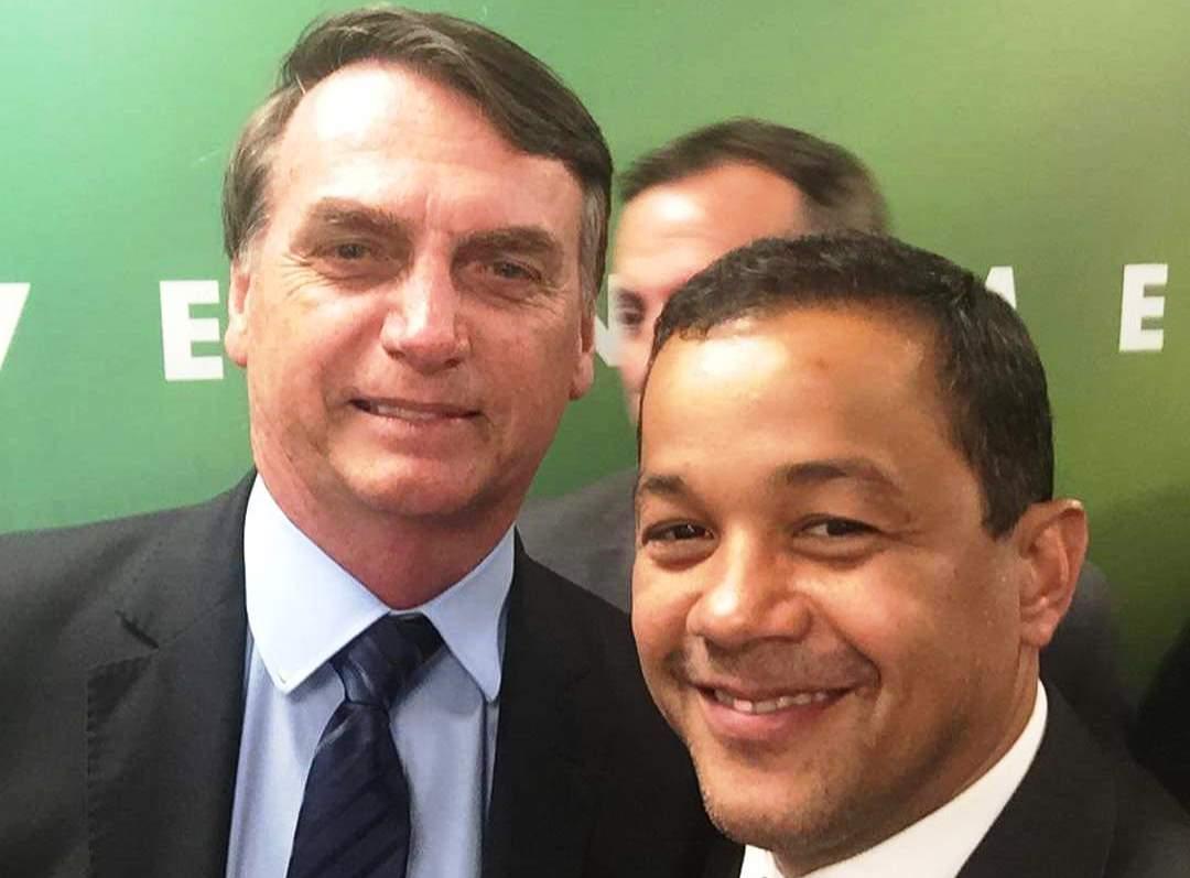PSL espera resultado de pesquisa em Manaus para fazer aliança com o Republicanos ou PSD
