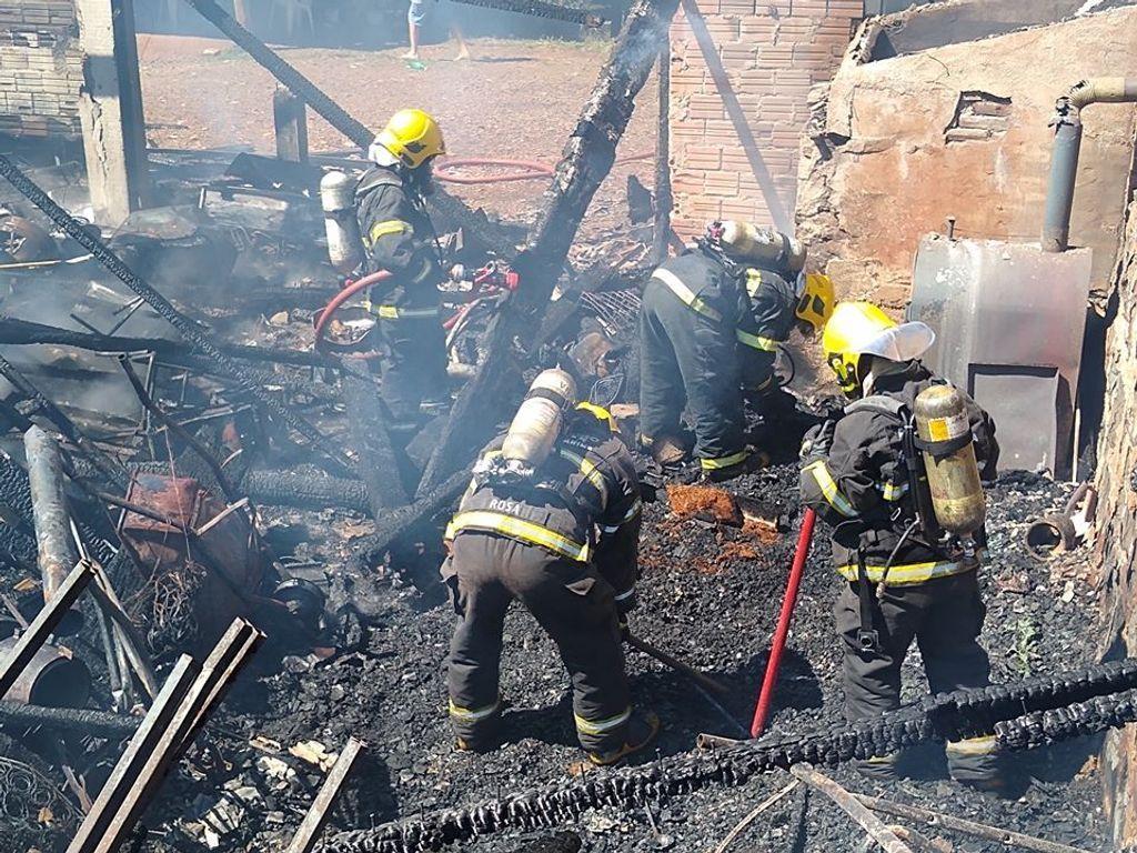 Criança de 5 anos morre após incêndio em comunidade