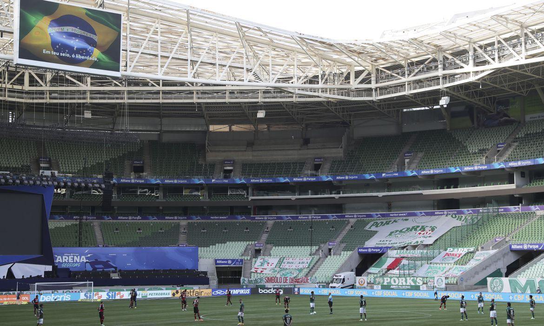 Flamengo e Palmeiras duelam após decisão do TST favorável à CBF