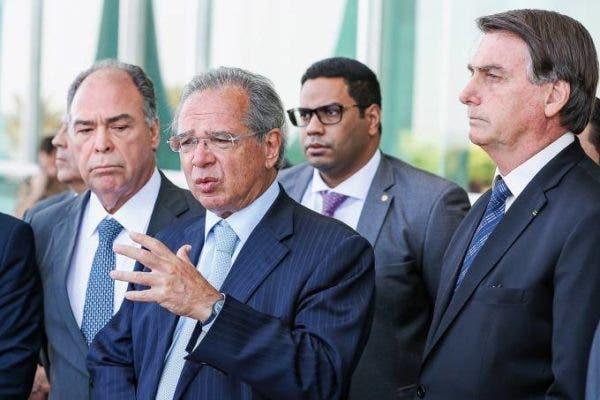 Governo avalia limitar abono salarial para reformular o Bolsa Família