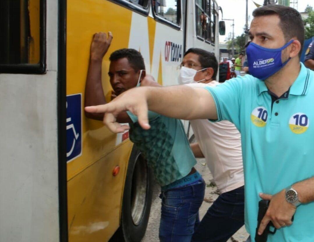 Candidato a prefeito de Manaus, puxa arma e prende assaltante de ônibus