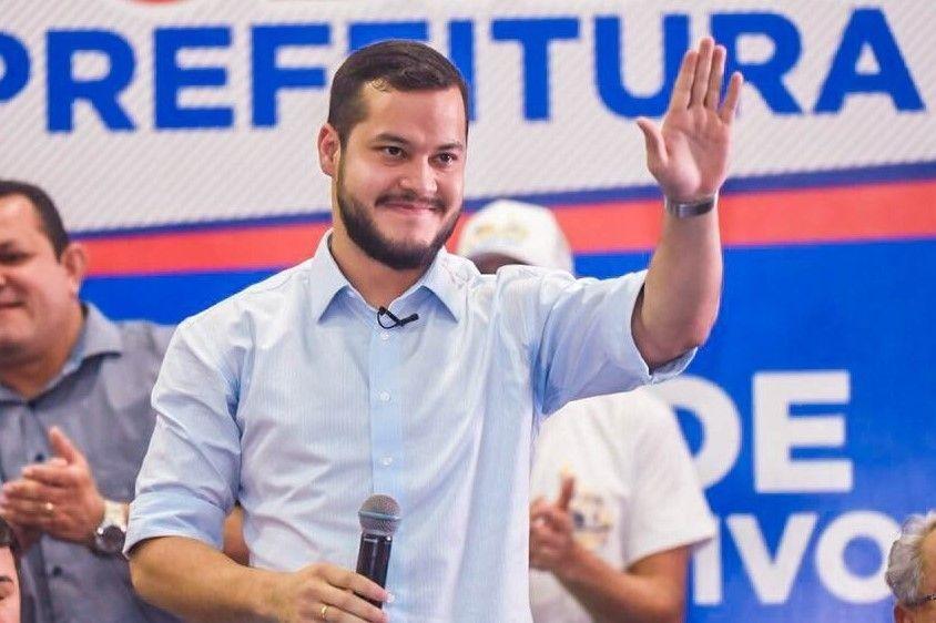Adail filho é reeleito prefeito em Coari com mais de 59% dos votos