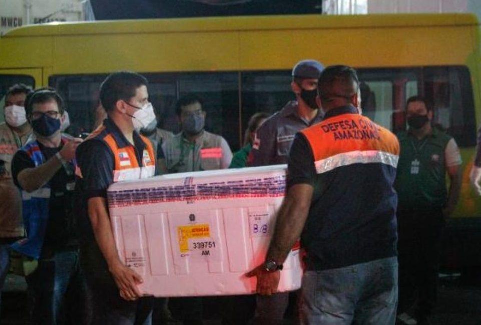 Estados brasileiros começam a receber doses da vacina de Oxford/AstraZeneca