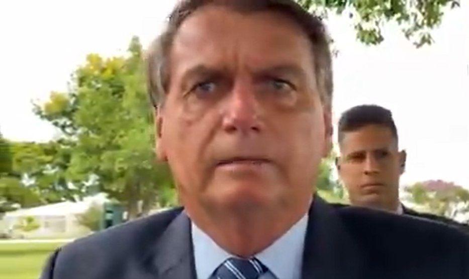 """Sem provas, Dr. Bolsonaro culpa falta de """"tratamento precoce"""" por mortes em Manaus"""
