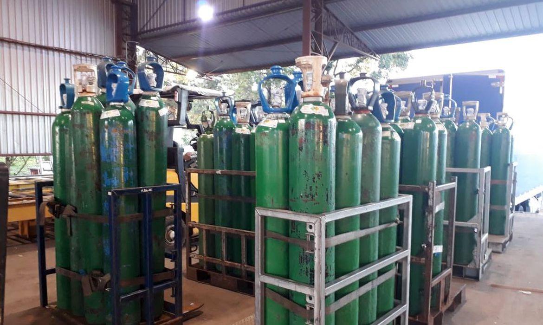 Caminhões com carga de oxigênio chegam a Manaus
