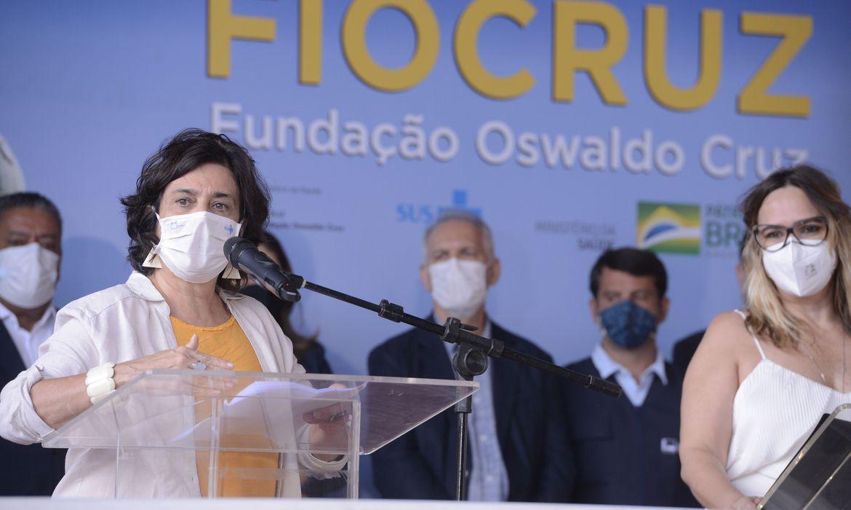 Fiocruz negocia mais 15 milhões de doses de vacina da AstraZeneca