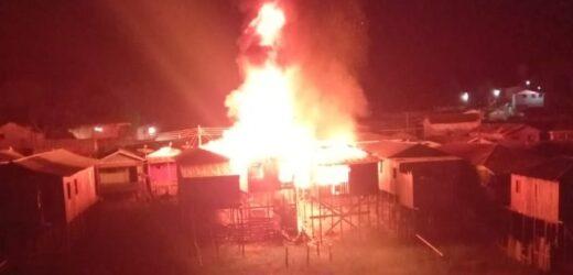 URGENTE: Casas são destruídas em grande incêndio em Tefé