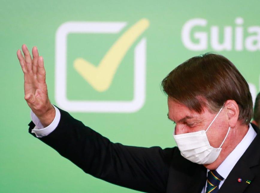 """""""Vou dar o meu lugar para quem está apavorado"""", diz Bolsonaro sobre vacina"""
