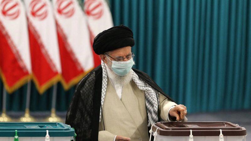 Irã escolhe novo presidente em eleição dominada pelos conservadores e pela covid-19