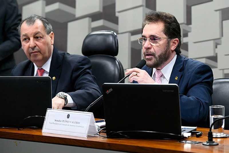Plínio e Omar votam a favor de candidatura de políticos com contas rejeitadas