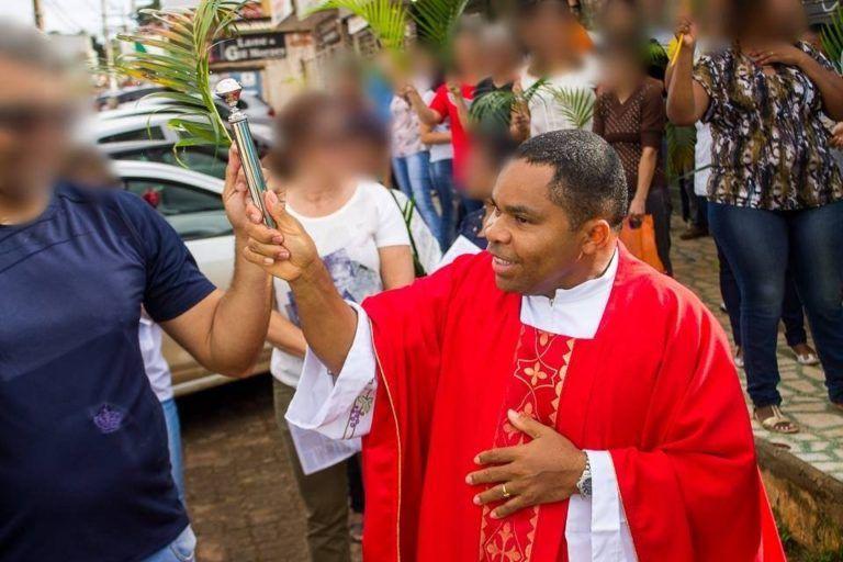 """Oitava Vítima De Padre Detalha Abusos: """"Pediu Para Abaixar As Calças E Tentou Me Masturbar"""